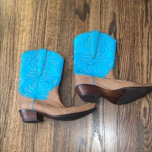 Guess Leather cow girl boots
